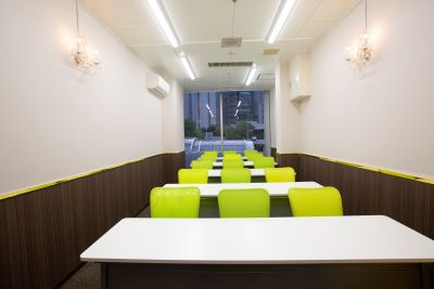 大阪 梅田の格安 貸し会議室はルミエ 大阪 梅田 貸し会議室セミナー形式02