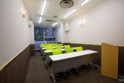 大阪 梅田の格安 貸し会議室はルミエ 大阪 梅田 貸し会議室のセミナー形式01