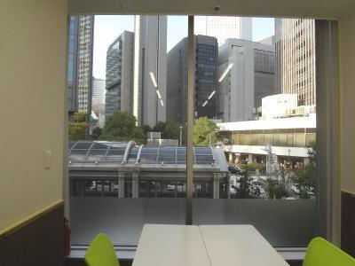 大阪 梅田の格安 貸し会議室はルミエ 大阪 梅田 貸し会議室の窓
