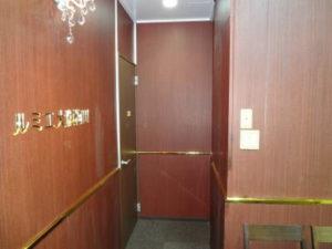 大阪 梅田の格安 貸し会議室はルミエ 大阪 梅田 貸し会議室の室内入口