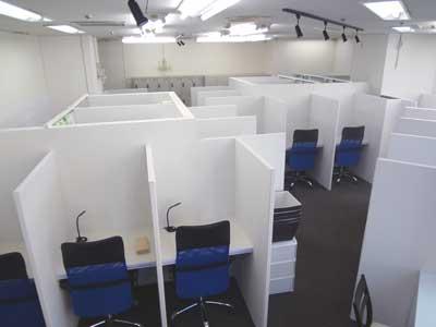 自習室 大阪、大阪梅田2号店のブースは、合計23席(自習席17席)