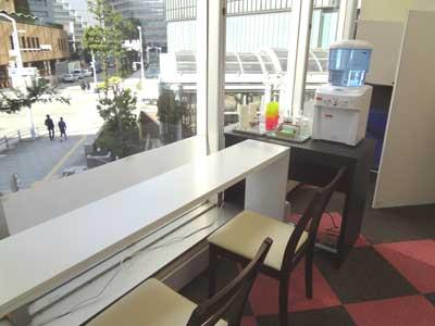 自習室 大阪、大阪梅田2号店の食事&ドリンクカウンター