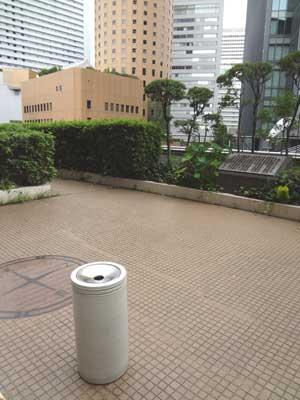 空中庭園でリフレッシュの喫煙場所